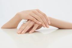 Θηλυκό χέρι ομορφιάς στοκ φωτογραφία με δικαίωμα ελεύθερης χρήσης