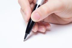Θηλυκό χέρι που γράφει πέρα από το λευκό στοκ εικόνα
