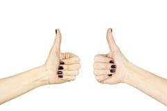 Θηλυκό χέρι που κάνει το εντάξει σημάδι με τον αντίχειρα επάνω στοκ φωτογραφίες