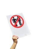 Θηλυκό χέρι που κρατά ένα σημάδι διαμαρτυμένος ενάντια στο γάμο ομοφυλοφίλων Στοκ φωτογραφία με δικαίωμα ελεύθερης χρήσης