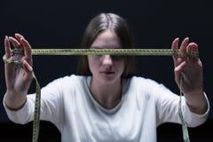 Θηλυκό Anorexic με το μέτρο ταινιών Στοκ Φωτογραφία