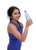 Θηλυκό athelte με το μπουκάλι νερό στοκ φωτογραφίες