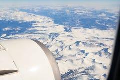 Θιβετιανά βουνά από το παράθυρο του αεροπλάνου στοκ εικόνα με δικαίωμα ελεύθερης χρήσης