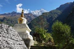 Θιβετιανό βουδιστικό Stupa στον τρόπο σε Namche Στοκ φωτογραφία με δικαίωμα ελεύθερης χρήσης