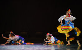 Θιβετιανό κορίτσι ο zhuoma-εθνικός λαϊκός χορός Στοκ εικόνες με δικαίωμα ελεύθερης χρήσης