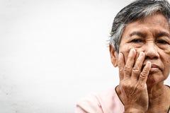 Θλίψη ηλικιωμένων γυναικών Στοκ εικόνα με δικαίωμα ελεύθερης χρήσης