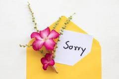 Θλιβερή γραφή καρτών μηνυμάτων στο φάκελο στοκ φωτογραφίες με δικαίωμα ελεύθερης χρήσης