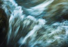 Θολωμένα ορμητικά σημεία ποταμού του ποταμού Στοκ Φωτογραφίες