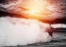 Θολωμένα περίληψη αυτοκίνητα κλίσης με τον καπνό από τη μμένη ρόδα Στοκ Φωτογραφία