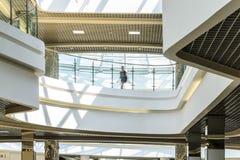 θολωμένη προσώπων γενική εσωτερική όψη αγορών λεωφόρων λόμπι βασική Στοκ Φωτογραφία