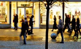 Θολωμένοι άνθρωποι στην πόλη Στοκ φωτογραφίες με δικαίωμα ελεύθερης χρήσης