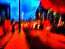 Θολωμένοι φωτεινοί σηματοδότες στη βροχή στοκ φωτογραφία