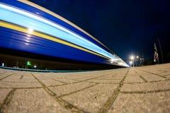 Θολωμένο τραίνο στην κίνηση στοκ εικόνα