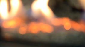 Θολωμένο υπόβαθρο μιας καίγοντας εστίας απόθεμα βίντεο