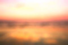 Θολωμένο υπόβαθρο της άποψης ηλιοβασιλέματος παραλιών Στοκ Φωτογραφίες