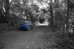 θολωμένες ρόδες ταχύτητας οδοστρωμάτων κινήσεων αυτοκινήτων Στοκ εικόνες με δικαίωμα ελεύθερης χρήσης