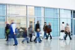 Θολωμένοι κίνηση άνθρωποι στο κέντρο Στοκ εικόνα με δικαίωμα ελεύθερης χρήσης