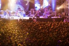 Θολωμένος της ελεύθερης ζωντανής συναυλίας νύχτας Στοκ εικόνες με δικαίωμα ελεύθερης χρήσης