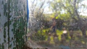 Θολωμένο άτομο έξω από το παράθυρο απόθεμα βίντεο