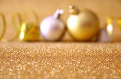Θολωμένο αφηρημένο υπόβαθρο των διακοσμήσεων χριστουγεννιάτικων δέντρων Στοκ Εικόνες