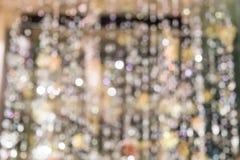 Θολωμένο αφηρημένο υπόβαθρο Defocussed ενός πολυελαίου Χριστουγέννων Στοκ Φωτογραφία