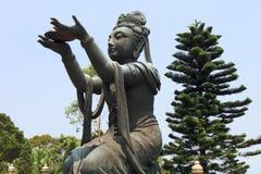 Θρησκευτικά αγάλματα Po Lin στο ναό Στοκ Φωτογραφίες