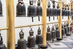 Θρησκευτικά κουδούνια στο ναό Doi Suthep Στοκ Εικόνες