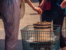 Θρησκευτικά ραβδιά Incent που καίνε σε μια κατσαρόλα - ναός Τόκιο Asakusa Στοκ φωτογραφία με δικαίωμα ελεύθερης χρήσης
