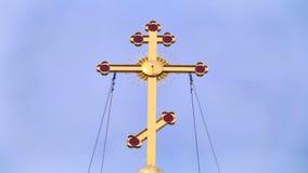 Θρησκευτικός σταυρός με το loopable ουρανό απόθεμα βίντεο