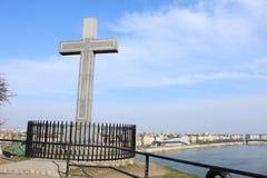 Θρησκευτικός σταυρός πέρα από τη Βουδαπέστη Στοκ φωτογραφία με δικαίωμα ελεύθερης χρήσης