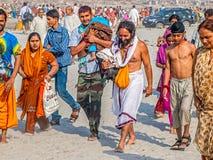 Θρησκευτικό λούσιμο σε Kumbh Mela Στοκ φωτογραφία με δικαίωμα ελεύθερης χρήσης