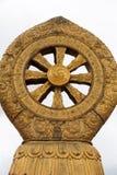 Θρησκευτικό χρυσό σύμβολο πάνω από έναν ναό Στοκ Εικόνες