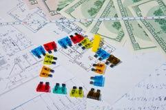Θρυαλλίδες και χρήματα στα κατασκευαστικά σχέδια Στοκ Εικόνα