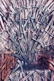 Θρόνος φιαγμένος από ξίφη σε μια μεσαιωνική έκθεση στοκ εικόνα