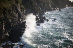 Θυελλώδες ωκεάνιο σπάζοντας κύμα Στοκ φωτογραφίες με δικαίωμα ελεύθερης χρήσης