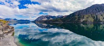 Θυελλώδης βραχίονας του εδάφους Καναδάς Yukon λιμνών Tagish στοκ εικόνες με δικαίωμα ελεύθερης χρήσης