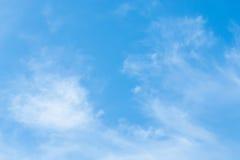 Θυελλώδης ημέρα ημέρας ουρανού το χειμώνα Στοκ φωτογραφία με δικαίωμα ελεύθερης χρήσης