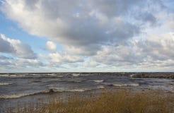 Θυελλώδης ημέρα στην ακτή Στοκ φωτογραφία με δικαίωμα ελεύθερης χρήσης