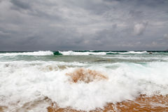 Θυελλώδης ημέρα στην παραλία Guincho στο Κασκάις κοντά στη Λισσαβώνα Στοκ εικόνα με δικαίωμα ελεύθερης χρήσης