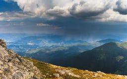 Θυελλώδης μεταξύ των βουνών Στοκ φωτογραφία με δικαίωμα ελεύθερης χρήσης