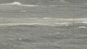 Θυελλώδης ωκεανός σε γραπτό φιλμ μικρού μήκους