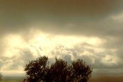 Θυελλώδη γκρίζα σύννεφα Στοκ φωτογραφία με δικαίωμα ελεύθερης χρήσης