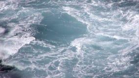 Θυελλώδη νερά απόθεμα βίντεο