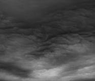 Θυελλώδη σύννεφα σαν armageddon. Στοκ Φωτογραφία
