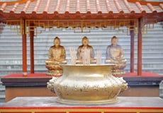 Θυμίαμα καψίματος στον κινεζικό ναό Στοκ Φωτογραφίες