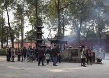 Θυμίαμα καψίματος στο ναό, chengdu, Κίνα Στοκ Εικόνες