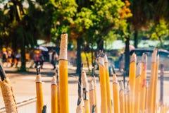 Θυμίαμα καψίματος Po Lin στο μοναστήρι Στοκ Εικόνες