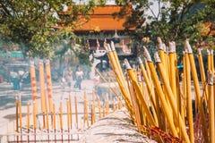 Θυμίαμα καψίματος Po Lin στο μοναστήρι Στοκ φωτογραφίες με δικαίωμα ελεύθερης χρήσης
