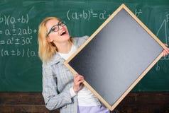 Θυμηθείτε αυτές τις πληροφορίες Σχολικές πρόγραμμα και πληροφορίες Πληροφορίες Hometask Ο δάσκαλος παρουσιάζει σχολικές πληροφορί στοκ φωτογραφία