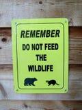 Θυμηθείτε δεν ταΐζει το σημάδι άγριας φύσης στοκ φωτογραφίες